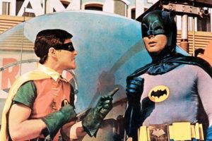 """Adam West i Burt Ward na planie filmu """"Batman zbawia świat"""", 1966 r. Źródło: filmweb"""